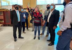 Congresista Agüero visita colegio Independencia Americana y habló de su sueldo