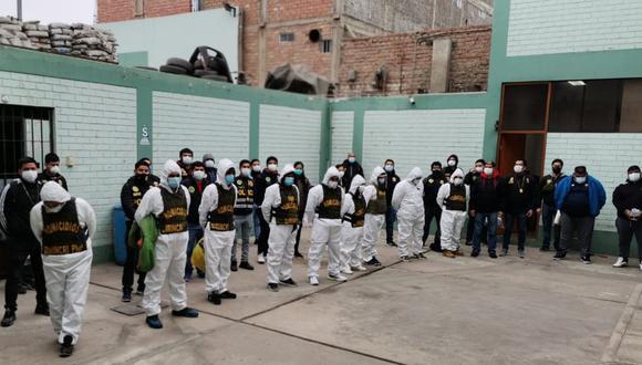 Veinte integrantes de la banda 'Los Nuevos Gatilleros de Barranca' fueron trasladados a la Dirincri. (PNP)