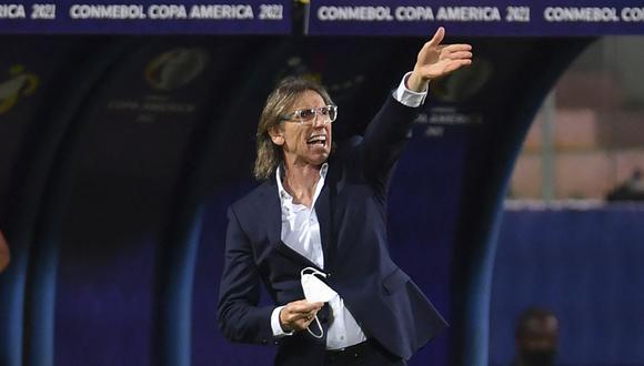 Ricardo Gareca criticó el trabajo de Roberto Tobar durante el Perú vs. Brasil. (Foto: AFP)