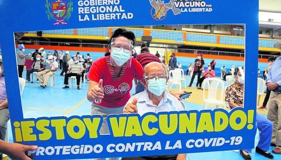 Gobierno Regional continúa con campaña de vacunación a adultos mayores. El Minsa confirma que la próxima semana llegarán a La Libertad 23,400 inyecciones Pfizer, con lo que se iniciará la inoculación a personas entre los 70 y 79 años.