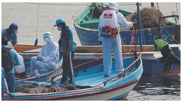 Realizarán desinfección de 25 naves pesqueras en la caleta Punta Mero