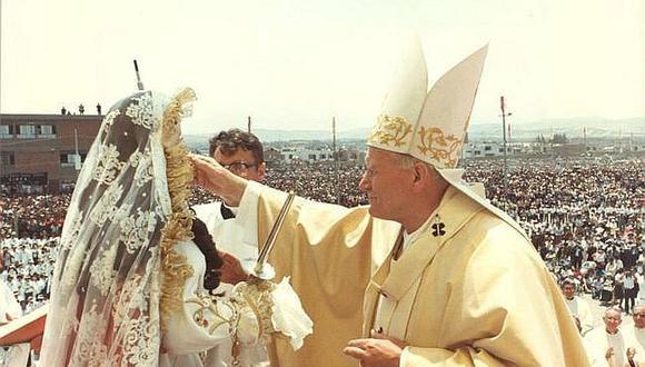 Parroquias de diferentes distritos reciben las reliquias de Juan Pablo II