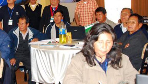 Capacita a directores de Puno