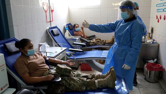 Miembros de la Fuerza Aérea en Arequipa donan sangre para niños del IREN SUR| Foto: FAP