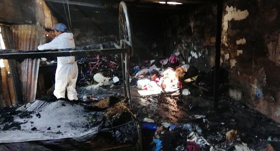 Familia se queda sin casani bienes por incendio de considerable magnitud
