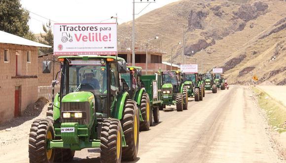 Dotan de tractores agrícolas a comuneros de Velille - Cusco