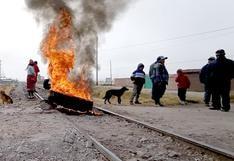 Manifestantes bloquean vías de tren a Machu Picchu (FOTOS)