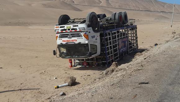 Conductor se salva de morir tras despiste de camión que transportaba balones de gas en Moquegua. (Foto: Difusión)
