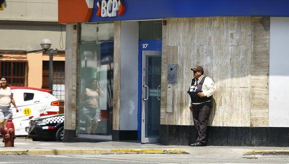 Excajera del Banco de Crédito alega inocencia pese a haberse entregado a la PNP