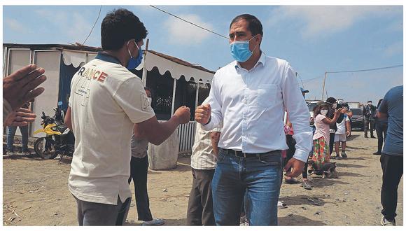 """Tras 24 días internado, el gobernador regional  de Áncash deja el nosocomio. En reporte médico dice que """"es trabajador independiente y no es necesario descanso médico""""."""