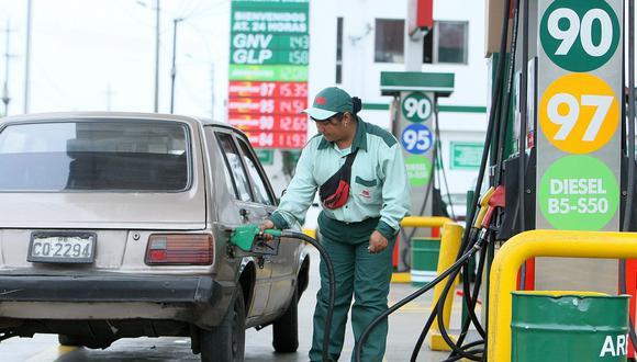 """""""El precio al que Petroperú vende a las estaciones afiliadas se va a mantener para los transportistas que compren en dichas estaciones"""", dijo el titular del Minem. (Foto: GEC)"""