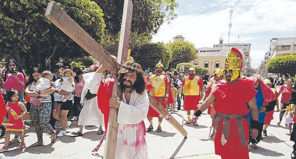 Escenifican Vía Crucis en Tumbes