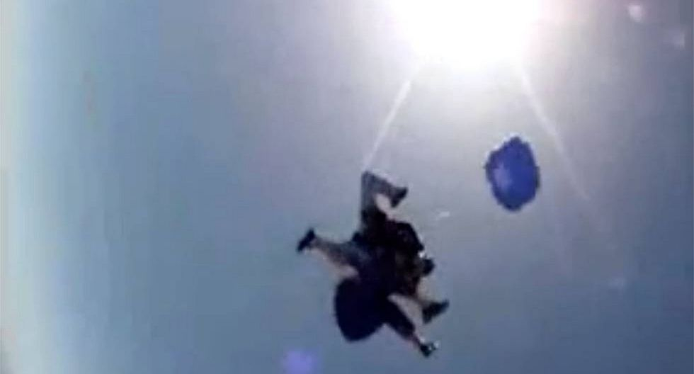 Paracaidista se lanzó de avión y sufre percance que casi le costó la vida (VIDEO)