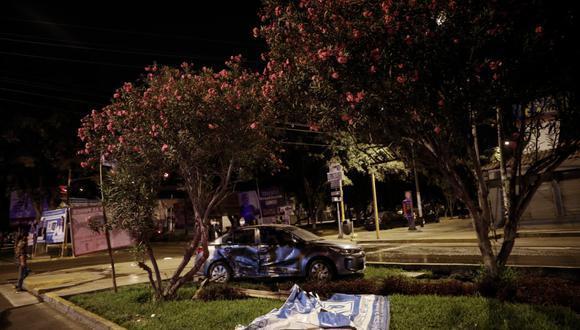 Accidente de auto en la cuadra 69 de la avenida Javier Prado Este, con el cruce de la avenida Flora Tristán, en La Molina. Foto: Joel Alonzo/@photo.gec