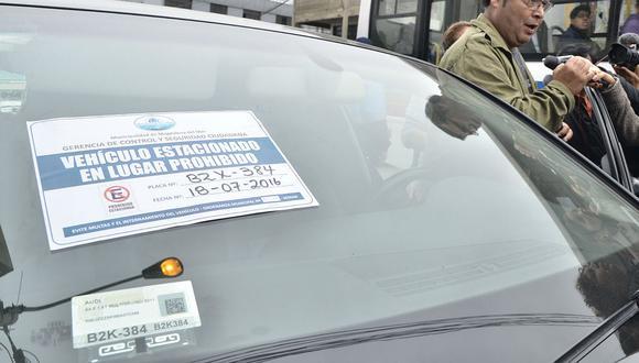 Magdalena multó con S/. 592 a conductores por estacionar mal