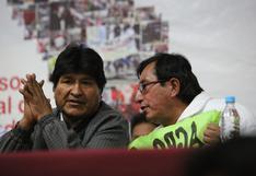 Congresistas hacen campaña por firmas con apoyo de Evo Morales