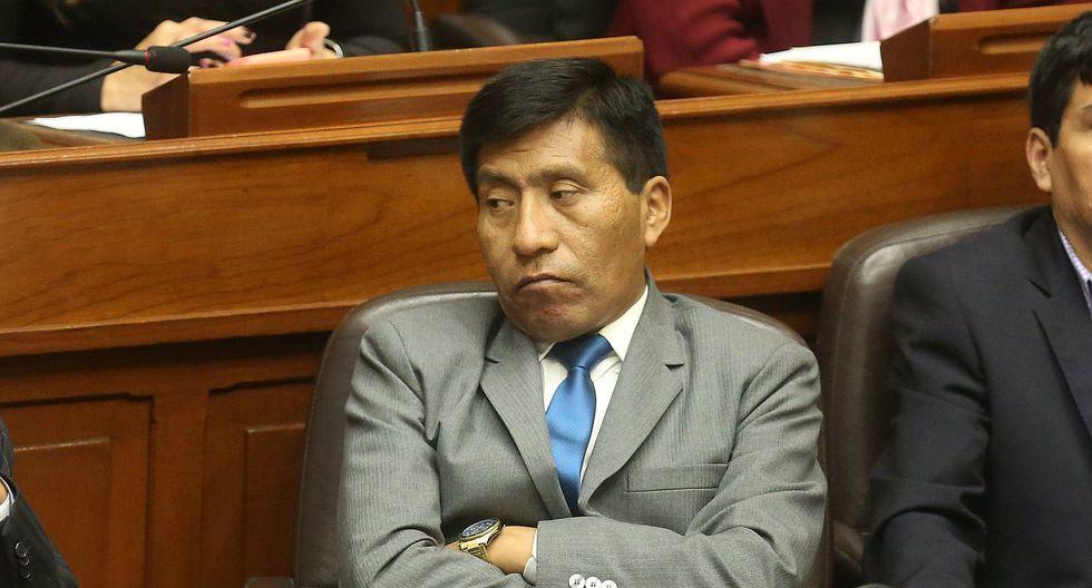Fuerza Popular suspende a Mamani por denuncia de tocamientos indebidos y sus colegas piden que lo desafueren