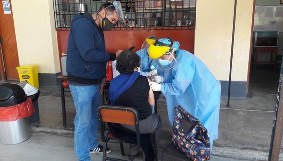Ahora habrá siete locales implementados como centros de vacunación en Tacna. (Foto: Adrian Apaza)