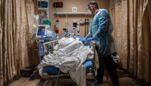 Estados Unidos registró este martes casi 4.500 muertos por COVID-19. (Foto: ARIANA DREHSLER / AFP)