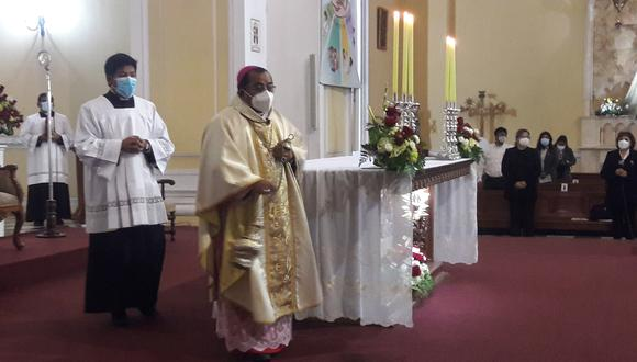 Marco Cortez ofició la misa y Te Deum a las 9 h en la catedral de Tacna. (Foto: Adrian Apaza)