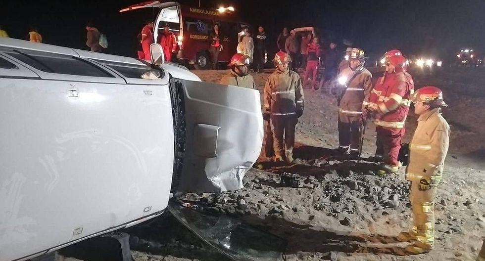 Dos afectados al colisionar camioneta y vehículo en la Costanera