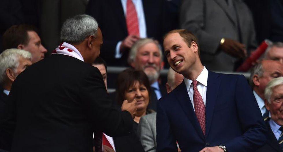 Manuel Burga saludó al príncipe William en Wembley