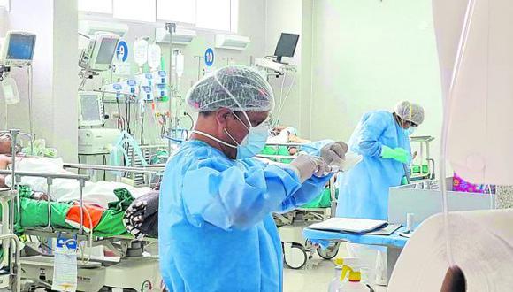 En los dos nosocomios hay 166 pacientes que han sido hospitalizados al presentar complicaciones en su salud por el temido virus.