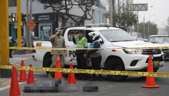 Eduardo Jaramillo, el chofer de la coaster de la empresa Chama, permanece detenido. Él atropelló al joven que se desplazaba en un scooter eléctrico.