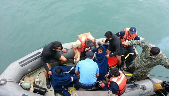 Marina de Guerra rescató a tripulantes de velero volcado