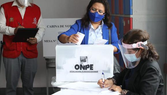 Los personeros cumplen una labor relevante el día del sufragio. Están presentes también en el conteo de votos. (Foto: Andina)