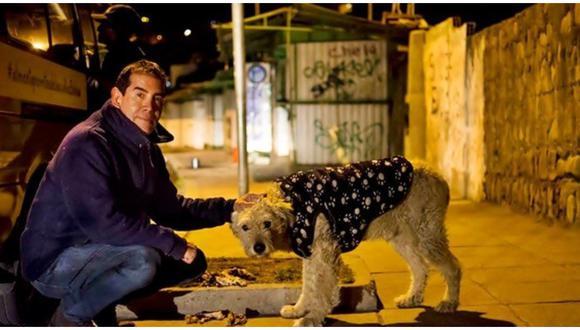 Murió de COVID-19 hombre que dejó su vida de lujos para alimentar a 1500 perros callejeros.