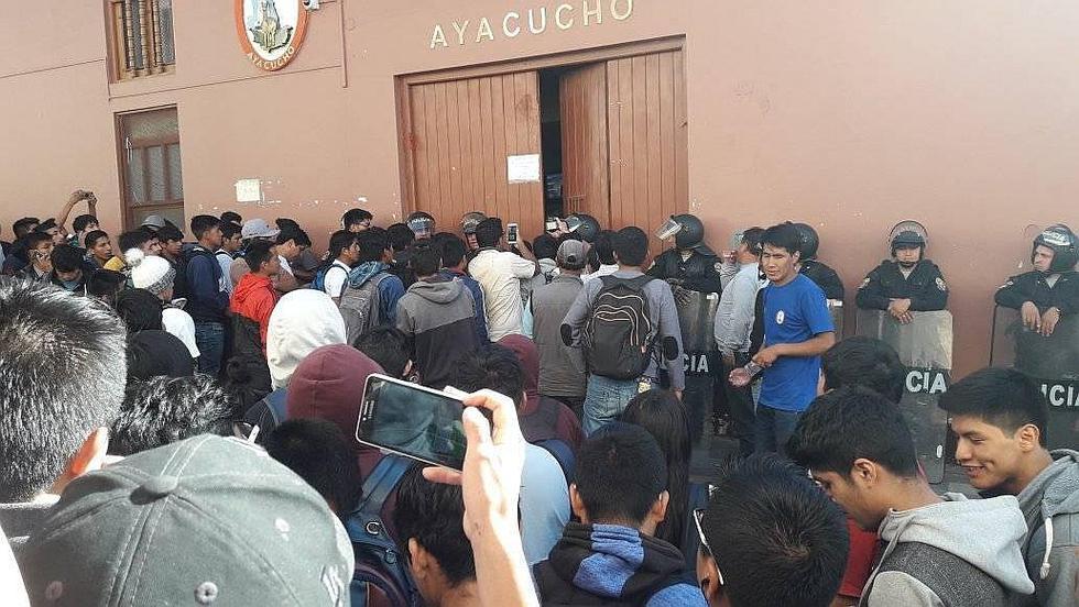 Estudiantes exigen que gobierno regional cumpla compromisos con la Unsch