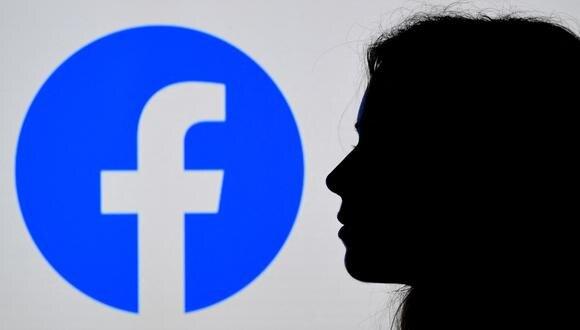 """Facebook también podrá eliminar el """"contenido objetable"""" masivo que pueda ser acoso contra una persona concreta. (Foto: OLIVIER DOULIERY / AFP)"""