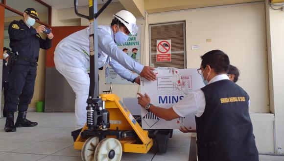 Ministerio de Salud trasladó las primeras dosis de 9 mil vacunas Pfizer a Arequipa