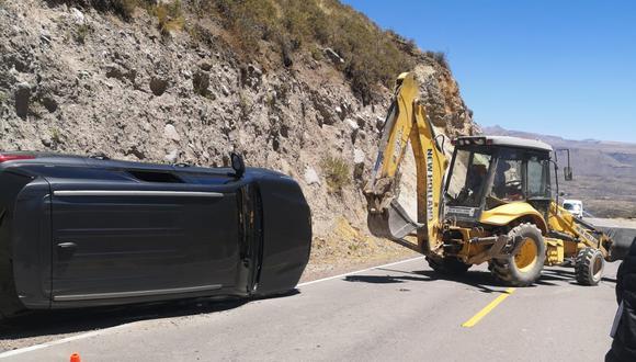 Congresista Edgar Alarcón sale ileso en accidente de carretera, cuando viajaba a una reunión en Caylloma