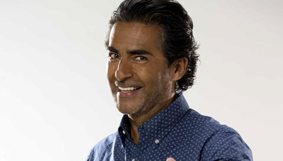 Raúl Araiza generó la preocupación de sus seguidores cuando su hija compartió un video en las redes sociales donde se le observa usando una mascarilla de oxígeno (Foto: Raúl Araiza/ Instagram)