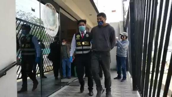 Menores subían a los taxis como pasajeras mientras los delincuentes reducían a los conductores y robaban los autos. (VIDEO PNP)