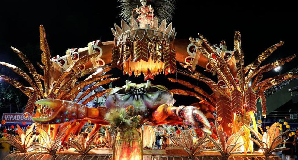 Los integrantes de la escuela de samba Viradouro, desfilan en el sambódromo durante el carnaval 2020 en Rio de Janeiro (Brasil). (EFE/ Fabio Motta),