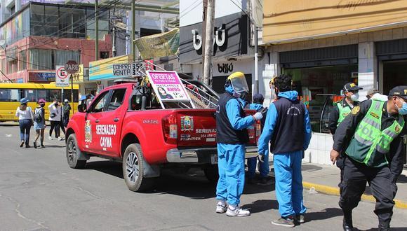 Retiran letreros comerciales de la vía pública de Cayma