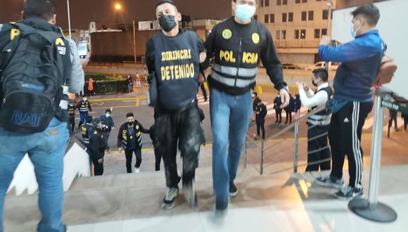 Los detenidos fueron trasladados a la Dirincri para establecer su autoría en otros hechos delictivos. (PNP)