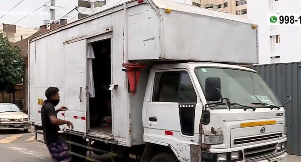 Autoridades de Magdalena del Mar brindan ayuda a familias venezolanas que vivían en un camión durante cuarentena (Captura: América Noticias)