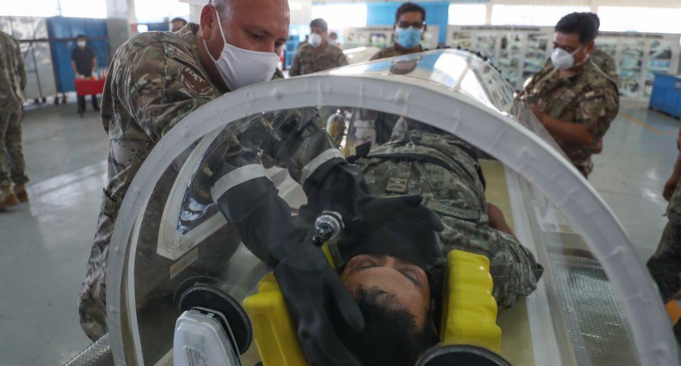 FAP, a través del Servicio de Mantenimiento (Seman), diseñó y fabricó su primera cámara de aislamiento intrahospitalaria para pacientes infectados con el nuevo coronavirus  que son atendidos en el Hospital Central de la institución. (Foto: Difusión)