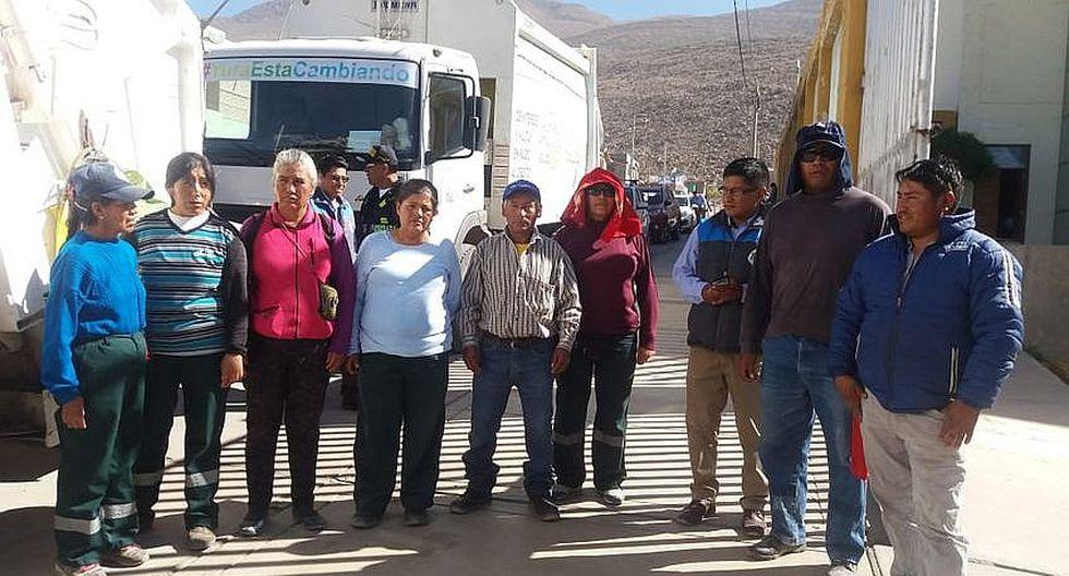 Obreros de la municipalidad de Yura realizan plantón