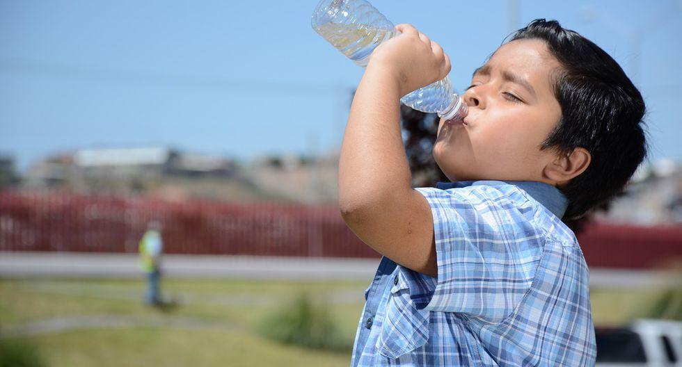 Durante esta época, los pequeños pueden ser vulnerables a la deshidratación.