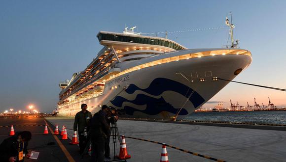 El crucero Diamond Princess con más de 3.000 personas se encuentra anclado en cuarentena frente al puerto de Yokohama. (AFP)