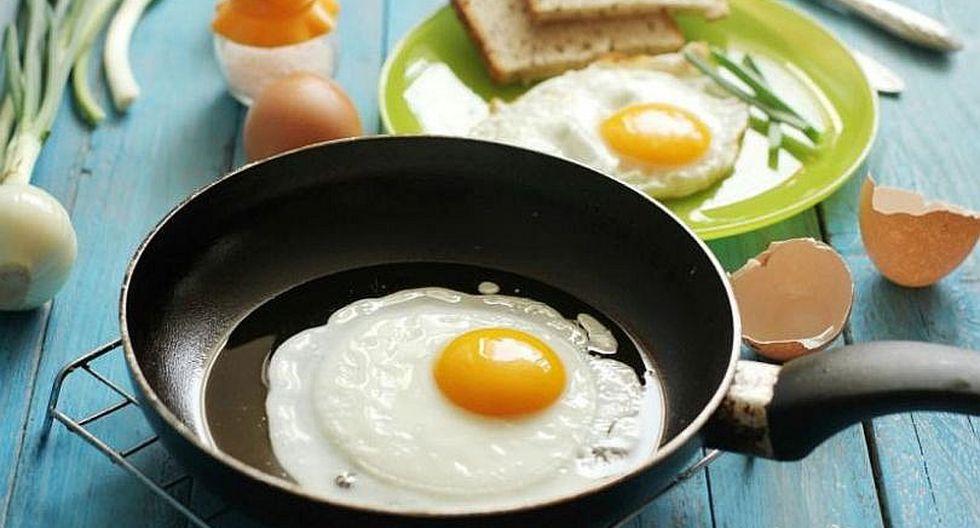 Riesgo de enfermedades cardíacas y muerte prematura aumentaría con tres o más huevos a la semana