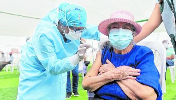 Gobernador Manuel Llempén confirmó que mañana martes llegarían 59 mil nuevas dosis, de un lote de 14 mil vacunas Pfizer.