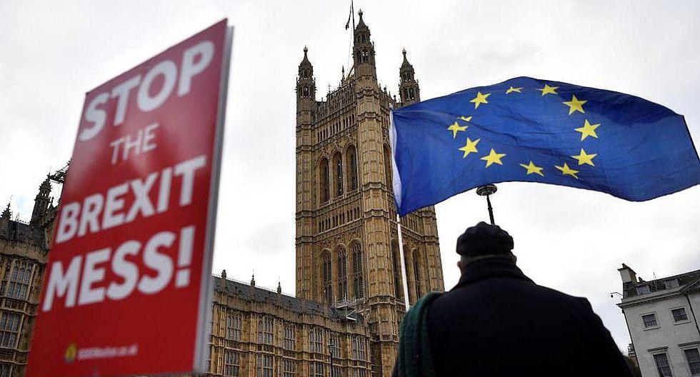 Parlamento británico rechaza acuerdo de Brexit por aplastante mayoría