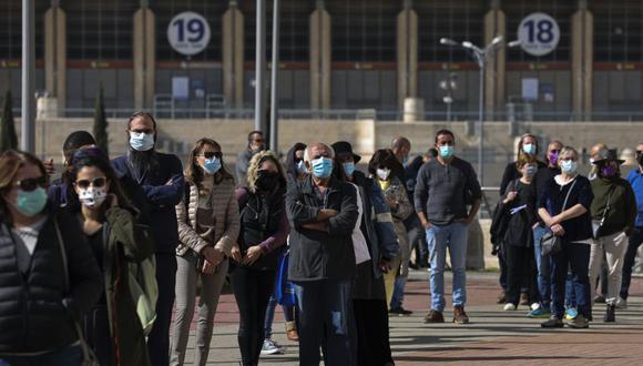 La inmunidad colectiva requiere que el grueso de la población genere los anticuerpos contra el coronavirus. (Foto: AFP)