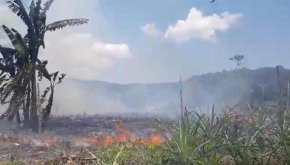 Debido al enfrentamiento, encendieron las plantaciones de plátanos y otros frutales. (Foto: Difusión)